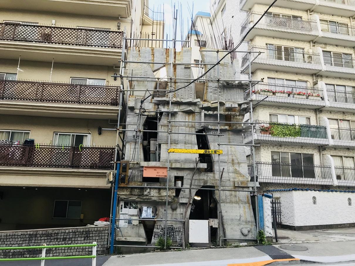 【三田のガウディ】岡啓輔のコンクリートビル「蟻鱒鳶ル」へ行ってきた
